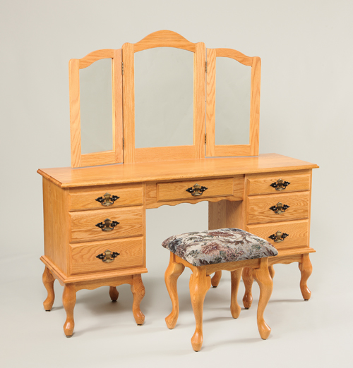 510-Queen-Anne-Dressing-Table-811-Stool